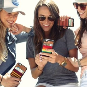 women presenting the jimmycase for iphone 6